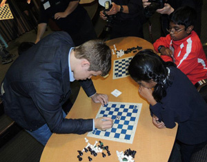 magnus_autographing_boards.jpg